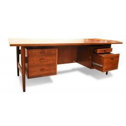 Arne Vodder Rosewood Desk 3.jpg