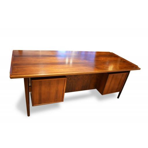Arne Vodder Rosewood Desk 4.jpg