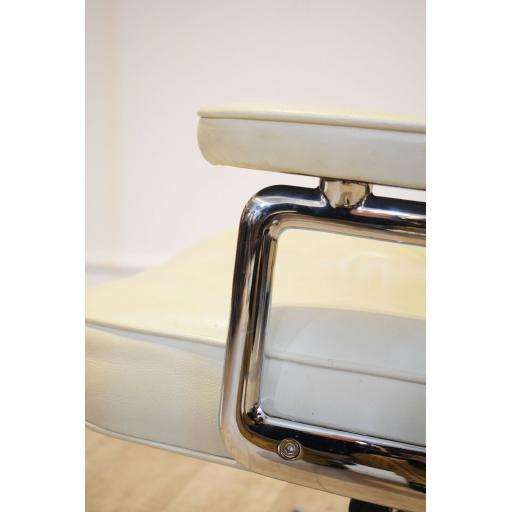 Eames white office Chair 10.jpg