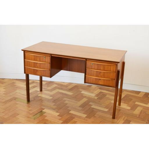 Danish Desk 2.jpg