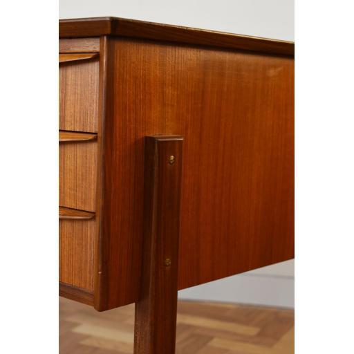 Danish Desk 4.jpg
