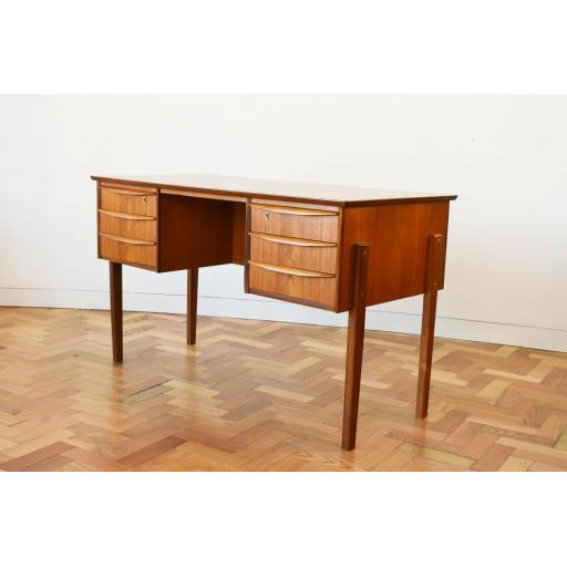 Danish Desk 3.jpg
